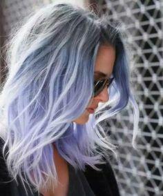 Pelo tono azul como el de los algodones de azúcar