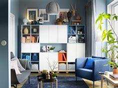 Vegyes színű nyitott és zárt EKET szekrénykombináció, lábakkal.IKEA
