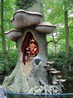 The Troll King in Efteling Theme Park, Kaatsheuvel, Netherlands (by BunnyHugger).