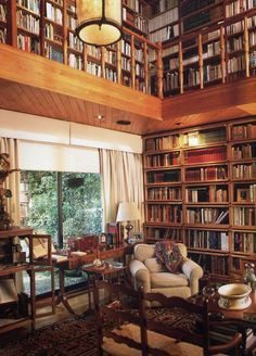 A little library for my sweetheart (Anne) . I'd want a nook with wireless headphones so we could cuddle together. would be a great football Sunday compromise. Library Room, Dream Library, Cozy Home Library, Library Bookshelves, Bookcases, Beautiful Library, Home Libraries, Reading Room, Book Nooks