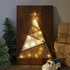 46 Unique Christmas Tree Ideas With Lighting. Once you have your Christmas tree up in your house, it may be all too tempting to rush into putting all the other decorations on the tree before the light. Unique Christmas Trees, Christmas Art, Christmas Tree Decorations, Christmas Ideas, Hilograma Ideas, Decor Ideas, Nail String Art, String Art Patterns, Christmas Mantels