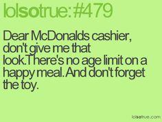 Querido cajero de McDonalds. No me mires así. No hay límite de edad para un pedir un Happy Meal. Y no te olvides del juguete