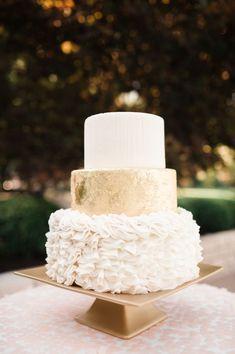LOVE this white and gold wedding cake with ruffles! #whiteweddingcakes