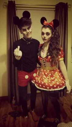 Cute Mickey and Minnie couple Halloween Zombie, Disney Halloween, Costume Halloween, Minnie Maus Halloween, Mickey Mouse Costume, Cute Zombie, Holidays Halloween, Minnie Mouse, Zombie Walk