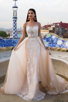Abito da sposa di MillaNova in color rosa tenue. Un modello dual dress con scollatura effetto tattoo in pizzo