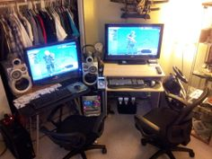 My gf and I share this PC GAMING battlestation. What's better than split screen? Two Screens! Find Crazy stuff to Pin here: http://don.greymafia.com/?p=42353