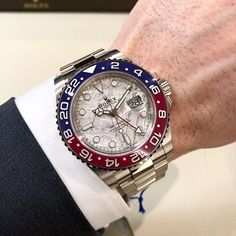 Gold Rolex, New Rolex, Rolex Gmt Master 2, Monochrome Watches, Expensive Watches, Pre Owned Rolex, Vintage Rolex, Luxury Watches For Men, Pepsi