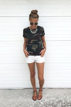 Summer Outfits Women - Camo and white jean shorts. I& thinking with booties for a fall concert! Summer Outfits Women 30s, Cute Summer Outfits, Short Outfits, Spring Outfits, Casual Outfits, Cute Outfits, White Shorts Outfit Summer, Shorts Outfits Women, Summer Pants