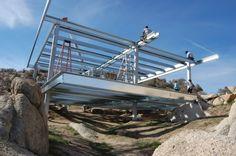 Prototipo de vivienda en Yucca Valley con estructura acero conformado en frío y montada en cinco días. Paneles STEP, paneles solares, reciclado agua grises...