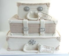 Wedding cake suitcases Luggage Cake, Suitcase Cake, Wedding Cake Designs, Wedding Cakes, Cake Models, Travel Cake, Fantasy Cake, Baby Girl Cakes, Valentine Cake