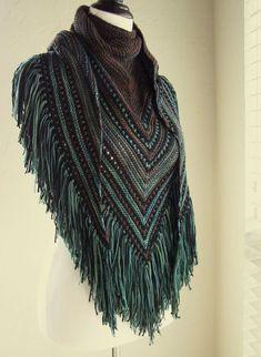 Fade to Fringe Knitting pattern by Melanie Rice Crochet Cardigan, Knitted Shawls, Crochet Scarves, Crochet Clothes, Knit Crochet, Crochet Hats, Crochet Trim, Crochet Ideas, Christmas Knitting Patterns