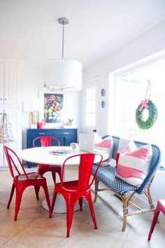 @psstudio Holiday House Tour breakfast nook - white kitchen - Serena & Lily Riviera bench - West Elm boxwood wreath - Sugar Paper ribbon - Hedgehouse throw stripe pillows - red Tolix chairs - www.pencilshavingsstudio.com