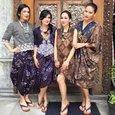 atasan kebaya & rok batik ungu Kebaya Lace, Batik Kebaya, Kebaya Dress, Batik Blazer, Blouse Batik, Batik Dress, Batik Fashion, Ethnic Fashion, Women's Fashion