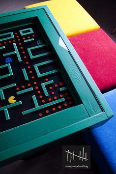 O clássico game Pac-Man serviu como inspiração para essa mesa retrô criada por Thanasis Mokas, que vive em Atenas, Grécia, e trabalha com carpintaria, design e fotografia digital.