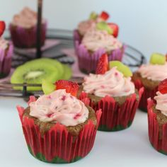 Fresh strawberries and kiwis are combined in these delicious Strawberry Kiwi Cupcakes, topped with more fresh fruit in the Strawberry Kiwi Creamy Frosting. Diabetic Cake Recipes, Cupcake Recipes, Cupcake Cakes, Dessert Recipes, Baby Cakes, Cupcake Ideas, Fruit Recipes, Drink Recipes, Strawberry Kiwi