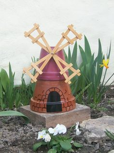 Small mill made with flower pots Trending Craft Ideas Using Paper Mache, Air Dry Clay, Colored Sand Flower Pot Art, Clay Flower Pots, Flower Pot Crafts, Flower Beds, Flower Pot People, Clay Pot People, Clay Pot Projects, Clay Pot Crafts, Plate Crafts
