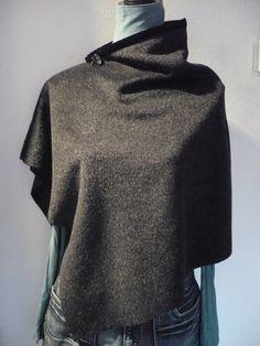 Poncho en laine asymétrique
