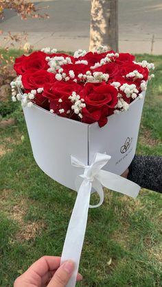 Diy Crafts Hacks, Diy Crafts For Gifts, Diy Arts And Crafts, Flower Box Gift, Flower Boxes, Flower Bouquet Diy, Diy Gift Box, Paper Flowers Diy, Diy Birthday