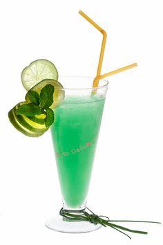 cocktail du soir pour vous mesdames : le Miss green à base de #floc http://www.plaisirsdegascogne.com/boutique/fr/aperitifs/floc-de-gascogne 4 cl de Floc de Gascogne Blanc 2 cl de liqueur de vanille 1 cl de liqueur de noisette 1 trait de sirop de curaçao bleu 7 cl de jus d'ananas
