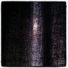 Zie ik dat nou goed, daar achter de gordijnen? #synchroonkijken #licht