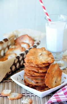 Almond Cookie Crisps - A popular treat from the Asian Bakeries and it's also my family's favorite cookies.