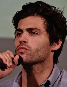 """""""Matthew Daddario photographed at the Hunters Of Shadow Convention Matthew Daddario, Magnus And Alec, Shadowhunters Malec, Alec Lightwood, Shadow Hunters, Attractive People, Celebs, Celebrities, Man Crush"""