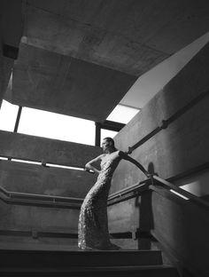Formas reinventadas / setembro de 2013 - Fotos: Hebert Coelho  Edição de moda e styling: Clé Carrer Produção de moda: Isis Winhaski Make up: Luciana Andrioli Hair: Jefferson Salles Modelo: Fatima Correia (DM Model Mgmt) Produção executiva: Karina Ximenes