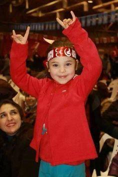 Sizden gelenlerden bir resim.Elif Ülküdaşımızın gönderdiği küçük BOZKURTUMUZA HELAL...