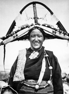 """Photo taken between 1938–1939 during The Ernst Schäfer Expedition to Tibet 