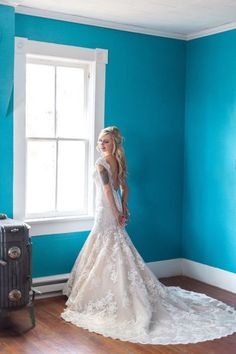 Lace Wedding Dress. Fitted Wedding dress. Low Back Wedding Dress. Wedding Dress Store. Champagne Wedding Dress. Rustic Wedding Dress. Outside Wedding Dress.  Photo by: Kaitlin's Photography.