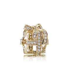 Celebrate unforgettable memories with an All Wrapped Up in Gold PANDORA Openwork Charm, featuring gold and cubic zirconias. Shop your Pandora Sale here. Pandora Charms, Pandora Christmas Charms, Pandora Gold, Pandora Beads, Pandora Bracelets, Pandora Jewelry, Charm Jewelry, Pandora Outlet, Gold
