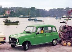 My first car: a frog-green Renault 4 Vintage Sports Cars, Retro Cars, Vintage Cars, Alfa Romeo Spider, Renault 5 Gt Turbo, Automobile, Minivan Camping, Car Museum, Car Car