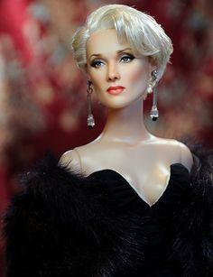 Meryl Streep in The Devil Wears Prada by Noel Cruz Devil Wears Prada, Meryl Streep, Celebrity Barbie Dolls, Barbie Et Ken, Barbie Blog, Madame Alexander, Diva Dolls, Anne Hathaway, Beautiful Barbie Dolls