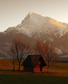 Vysoké Tatry High Tatras, Dream Houses, Cottages, Mount Everest, Cabin, Mountains, Mansions, House Styles, Travel