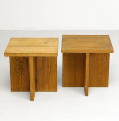 """AXEL EINAR HJORTH, """"Lovö"""", bord, 1 par, modellen formgiven 1932 för Nordiska Kompaniet, syrabetsad furu, höjd 50, 50 x 50 cm; smärre slitage, spricka"""