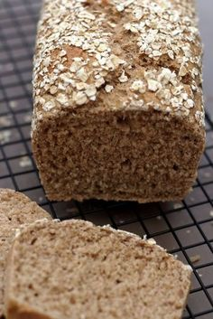 No want for a bread machine to make this wholesome, low-calorie oatmeal bread. A great bread for ath Cooking Bread, Bread Baking, Healthy Protein Breakfast, Good Food, Yummy Food, Diet And Nutrition, Cake Cookies, Brownie Cookies, Bread Recipes