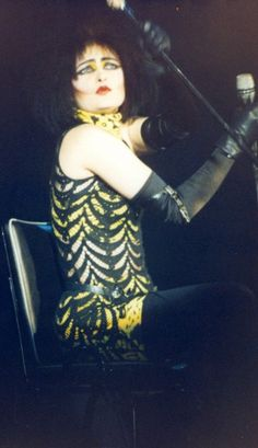 A photo of Siouxsie in a chair (obviously during the time where she dislocated her kneecap in 85 and had to sit down during concerts). :(
