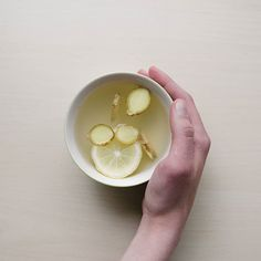 Practice proper hygiene and boost your immune system to strengthen your natural defense against the common flu virus. 💪🏻 Enjoy your daily cup of TEAki Hut's Instant Pu-erh Tea Powder with a slice of lemon and some ginger for that extra zing! Ginger And Honey, Ginger Water, Honey Lemon, Lemon Water, Fresh Ginger, Kiwi Smoothie, Pu Erh Tea, Organic Apple Cider Vinegar, Tea Powder