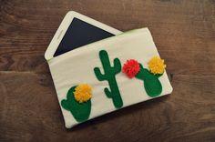 Superbe pochette de tablette cactus faite par Manon Lafond // Créative n°30 Manon, Diy For Kids, Cactus, Couture, Creative Crafts, Handkerchief Dress, Child, Cactus Plants, Haute Couture