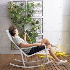 Eight indoor wall gardens for modern urban spaces - Hometone - Home Automation and Smart Home Guide Verticle Garden, Vertical Garden Wall, Herb Garden, Garden Art, Wall Hanging Designs, Outdoor Walls, Outdoor Decor, Outdoor Rooms, Outdoor Ideas