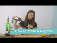 Tess Posthumus shows you in a series of tutorial videos how you can make delicious cocktails at home. Create this classic Negroni cocktail yourself!