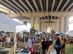 A fun & interesting way to take in the creativity and craftsmanship found in Jacksonville. Live performers, food vendors and tons of mini shops to find gifts and things for home. Dog friendly.