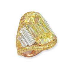David Morris has stacked baguette-cut diamonds either side of a 17.03ct yellow diamond in this impressive cocktail ring.
