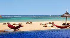 Mauritius: üppige Vegetation, eine türkisblaue Lagune, ein ruhiger Fluss: Dieses Hotel an einem endlosen Strand an der wilden Südküste von Mauritius bringt Sie an einen der schönsten Naturschauplätze.