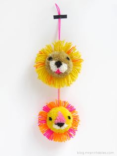 Colorful Pompoms Making Unique Home Decorations and Gifts, Craft Ideas Kids Crafts, Diy And Crafts, Arts And Crafts, Pom Pom Crafts, Yarn Crafts, Paper Crafts, Best Friend Crafts, Diy Niños Manualidades, Halloween Infantil