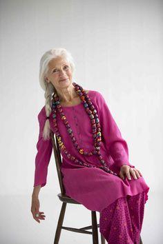 Gudrun Sjödéns Frühjahrskollektion 2015 - Das einfarbige Kleid aus Baumwollcrepe ist knielang und hat dank kleiner, mittig angeordneten Falten vorne eine schöne Weite. http://www.gudrunsjoeden.de/mode/produkte/kleider