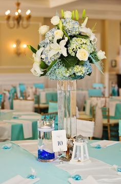 Brittany Brian 39 S Beach Wedding Teal Ivory Beach Themed Flowers