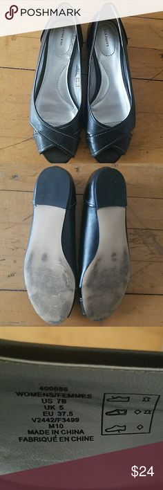 Land's End Peep Toe Black Flats EUC Land's End Peep Toe Flats in size 7. Only worn a handful of times. Very very slight heel. Black with ivory stitching. Padded footbed. peep toe and side opening near little toe.  Very Cute! True to size. Lands' End Shoes Flats & Loafers