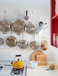 キッチンアイテムだってこの通り!作業する時に、お目当ての道具をスムーズに手にする事ができ、見た目もとてもお洒落。なんだか得した気分ですよね♪