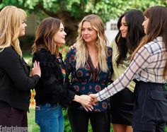 A few days ago Pretty Little Liars released a few pictures from the series finale and fans are not happy.